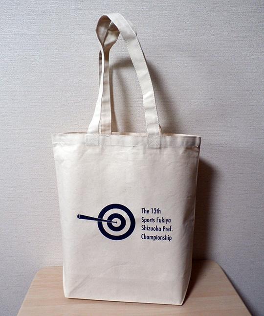 今年の参加賞は、A4ファイルサイズがたっぷり入るトートバッグでした。
