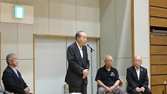 挨拶をされる、日本スポーツ吹矢協会・中村理事長
