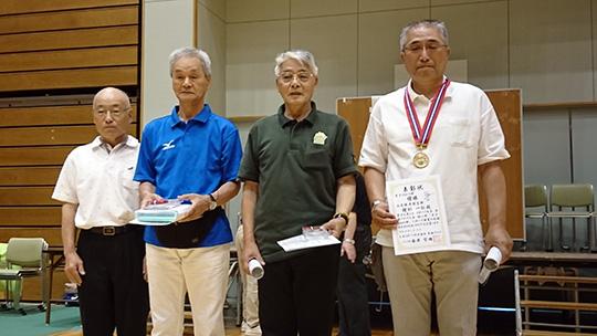 10m男子の表彰式。右から2人目が2位の西尾さん。