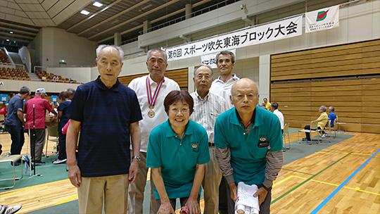 団体戦優勝チーム。緑色のユニフォームが富士山富士宮支部のお二人です。