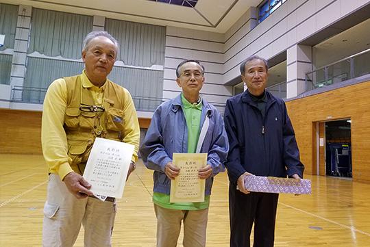 男子6m入賞者(中央が優勝の高橋さん)