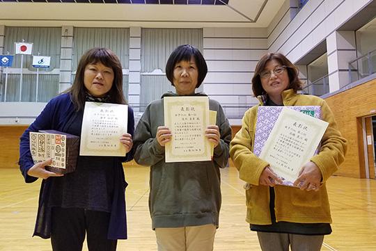 女子6m入賞者(中央が優勝の及川さん)