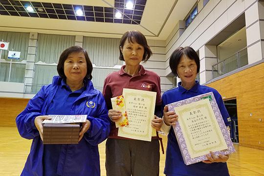 女子8m入賞者(中央が優勝の増田さん)