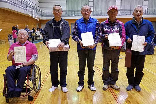 男子10m入賞者(左端が優勝の長谷川さん)