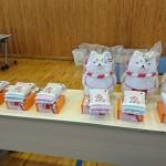 商品の一部。優勝者には磐田市のイメージキャラクター「しっぺい」のぬいぐるみが!
